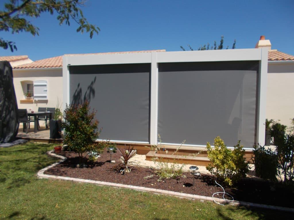 Pergola avec store extérieur - Réalisations aménagements extérieurs - Loire Menuiseries Services